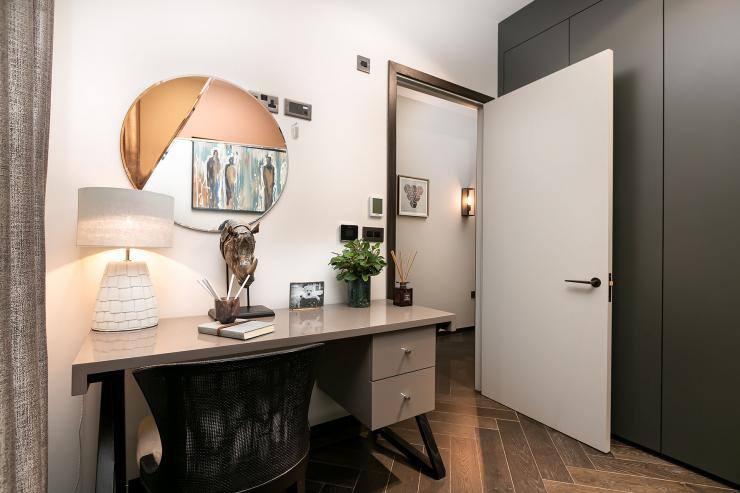 Lovelydays luxury service apartment rental - London - Soho - Berwick Street I - Lovelysuite - 3 bedrooms - 3 bathrooms - Working desk - five star apartment london - c4a87425eab3 - Lovelydays