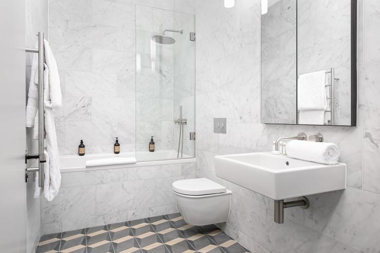 Lovelydays luxury service apartment rental - London - Soho - Berwick Street I - Lovelysuite - 3 bedrooms - 3 bathrooms - Beautiful bathtub - five star apartment london - 3ab4c9bdb834 - Lovelydays