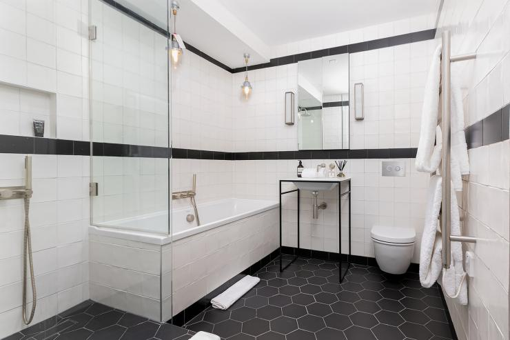 Lovelydays luxury service apartment rental - London - Soho - Berwick Street III - Lovelysuite - 1 bedrooms - 1 bathrooms - Beautiful bathtub - rent apartments london - a2e912d29150 - Lovelydays