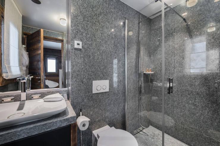 Lovelydays luxury service apartment rental - Megève - Senses Chalet - Partner - 6 bedrooms - 6 bathrooms - Lovely shower - 48b2d636f909 - Lovelydays