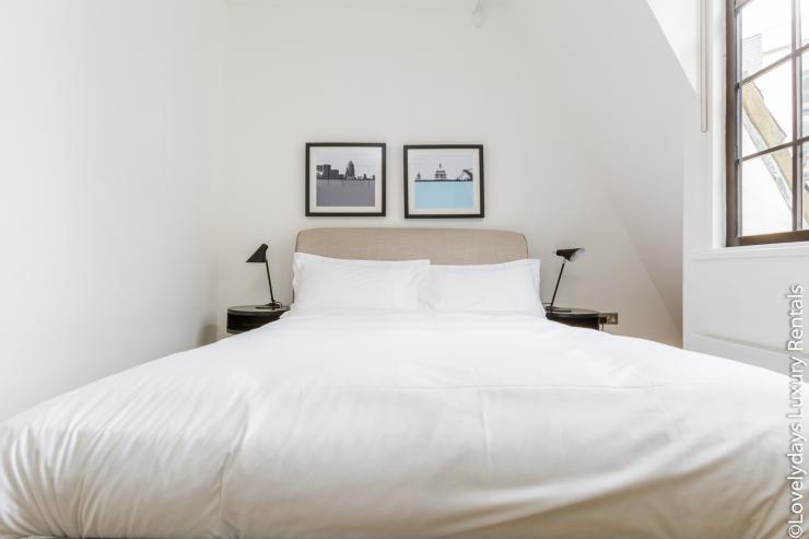 Lovelydays luxury service apartment rental - London - Covent Garden - Cockspur Street - Lovelysuite - 3 bedrooms - 2 bathrooms - Queen bed - d3cc1794cd16 - Lovelydays