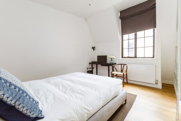 Lovelydays luxury service apartment rental - London - Covent Garden - Cockspur Street - Lovelysuite - 3 bedrooms - 2 bathrooms - Double bed - f08df9b2d2d8 - Lovelydays