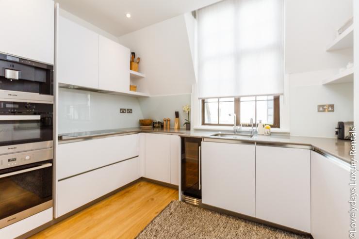 Lovelydays luxury service apartment rental - London - Covent Garden - Cockspur Street - Lovelysuite - 3 bedrooms - 2 bathrooms - Luxury kitchen - fe8e53ffacfc - Lovelydays