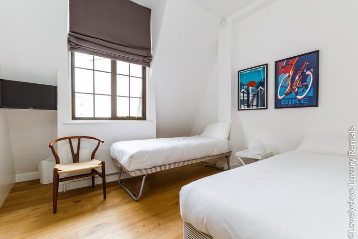 Lovelydays luxury service apartment rental - London - Covent Garden - Cockspur Street - Lovelysuite - 3 bedrooms - 2 bathrooms - Single bed - f3a47ea516e4 - Lovelydays