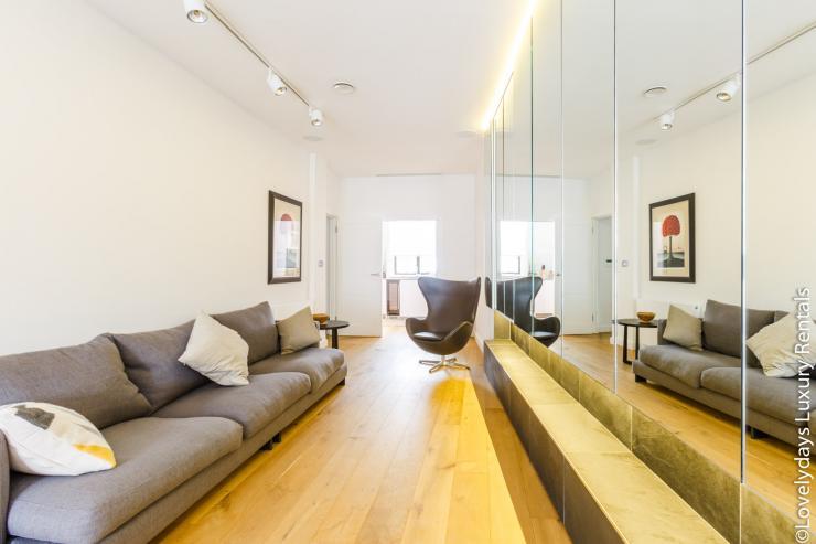 Lovelydays luxury service apartment rental - London - Covent Garden - Cockspur Street - Lovelysuite - 3 bedrooms - 2 bathrooms - Luxury living room - 862f1eaed190 - Lovelydays