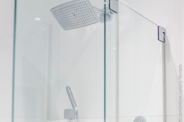 Lovelydays luxury service apartment rental - London - Covent Garden - Cockspur Street - Lovelysuite - 3 bedrooms - 2 bathrooms - Huge Double shower - 8d6a9041e2ef - Lovelydays