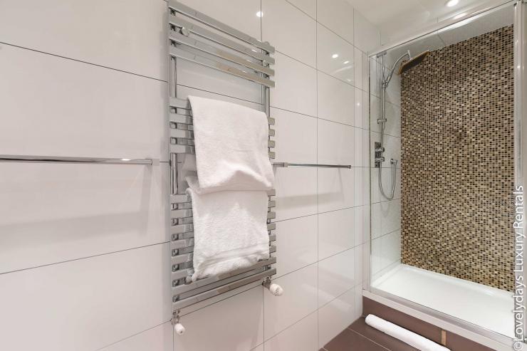 Lovelydays luxury service apartment rental - London - Soho - D'Arblay Street - Lovelysuite - 1 bedrooms - 1 bathrooms - A/C system - e5d0cccdce9f - Lovelydays