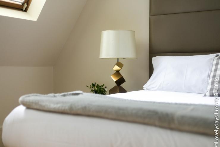 Lovelydays luxury service apartment rental - London - Soho - D'Arblay Street - Lovelysuite - 1 bedrooms - 1 bathrooms - Queen bed - reading lamps - d36cfa99cd51 - Lovelydays