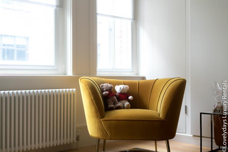 Lovelydays luxury service apartment rental - London - Soho - D'Arblay Street - Lovelysuite - 1 bedrooms - 1 bathrooms - Dining living room - 5fe9304bd62e - Lovelydays