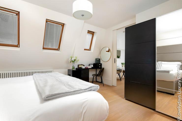Lovelydays luxury service apartment rental - London - Soho - D'Arblay Street - Lovelysuite - 1 bedrooms - 1 bathrooms - Queen bed - 601e794b5fea - Lovelydays