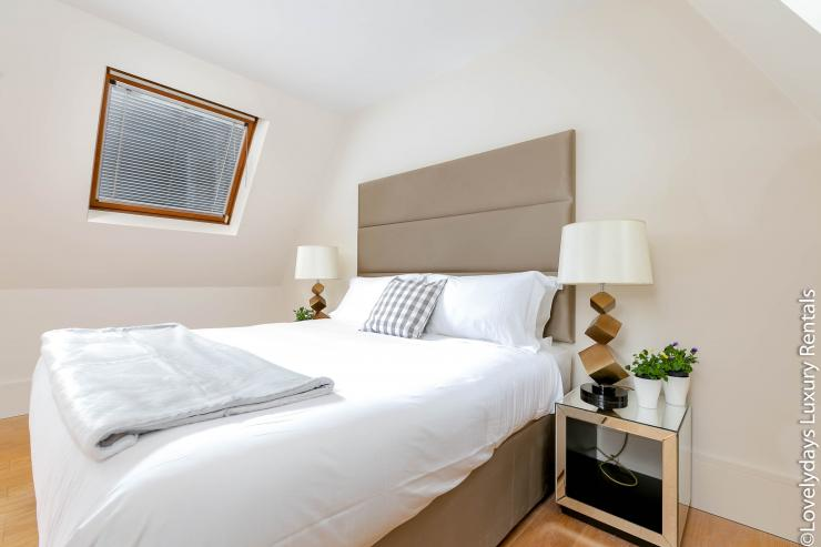 Lovelydays luxury service apartment rental - London - Soho - D'Arblay Street - Lovelysuite - 1 bedrooms - 1 bathrooms - Queen bed - 066178917b69 - Lovelydays