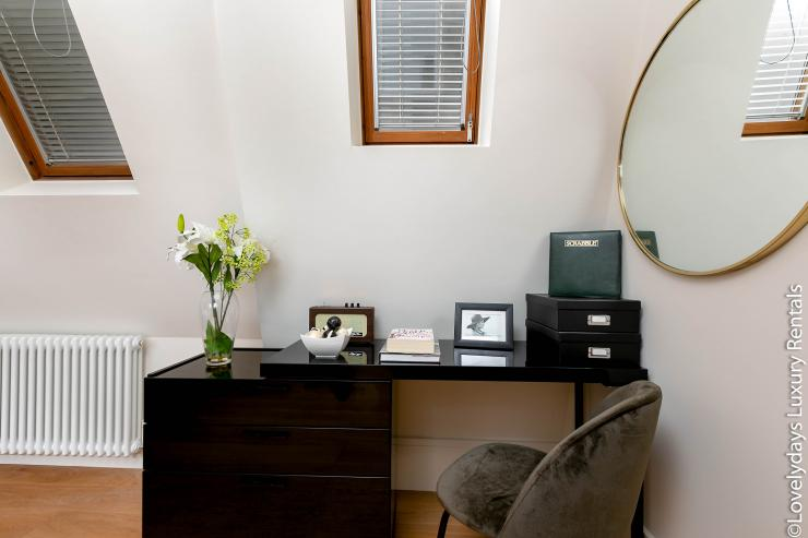 Lovelydays luxury service apartment rental - London - Soho - D'Arblay Street - Lovelysuite - 1 bedrooms - 1 bathrooms - Professional kitchen - Desk - d08a912f9e63 - Lovelydays