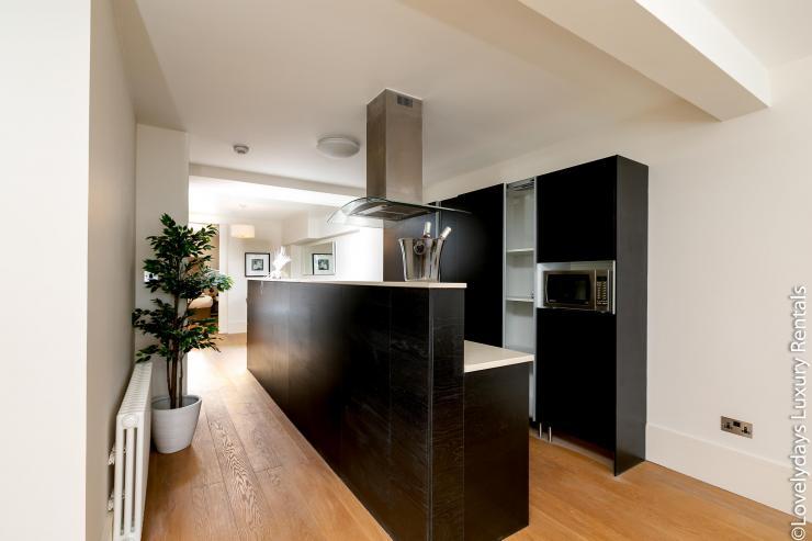 Lovelydays luxury service apartment rental - London - Soho - D'Arblay Street - Lovelysuite - 1 bedrooms - 1 bathrooms - Large bathtub - 4cea39ef1777 - Lovelydays
