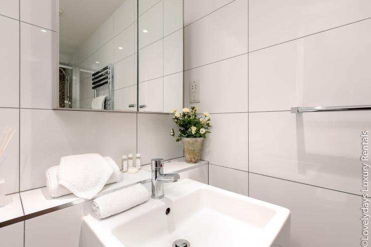 Lovelydays luxury service apartment rental - London - Soho - D'Arblay Street - Lovelysuite - 1 bedrooms - 1 bathrooms - A/C system - 273e3fa0be2c - Lovelydays