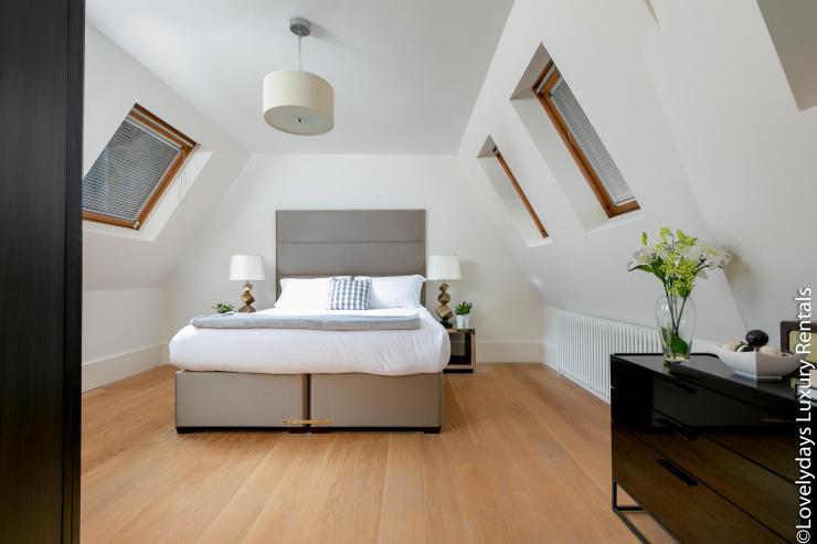 Lovelydays luxury service apartment rental - London - Soho - D'Arblay Street - Lovelysuite - 1 bedrooms - 1 bathrooms - Queen bed - 76065072793b - Lovelydays