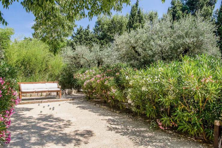 Lovelydays luxury service apartment rental - St Rémy de Provence and surroundings - Ameu Mas - Partner - 6 bedrooms - 6 bathrooms - Petanque court - 5555473ad2f5 - Lovelydays
