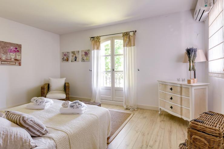 Lovelydays luxury service apartment rental - St Rémy de Provence and surroundings - Ameu Mas - Partner - 6 bedrooms - 6 bathrooms - Queen bed - ab7e16ecb4c6 - Lovelydays