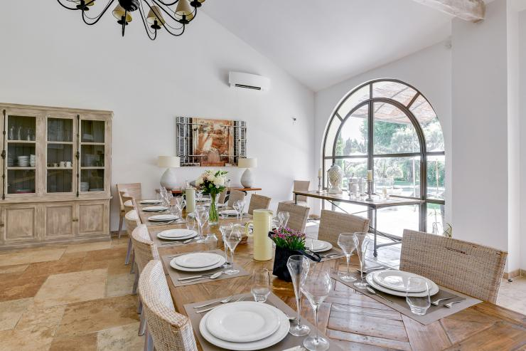 Lovelydays luxury service apartment rental - St Rémy de Provence and surroundings - Ameu Mas - Partner - 6 bedrooms - 6 bathrooms - Dining living room - bdf7510336d8 - Lovelydays