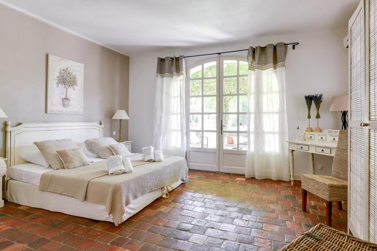 Lovelydays luxury service apartment rental - St Rémy de Provence and surroundings - Ameu Mas - Partner - 6 bedrooms - 6 bathrooms - Queen bed - 6205288c06a0 - Lovelydays