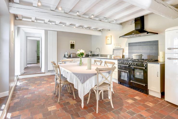 Lovelydays luxury service apartment rental - St Rémy de Provence and surroundings - Ameu Mas - Partner - 6 bedrooms - 6 bathrooms - Dining living room - ad4b1a54a86c - Lovelydays