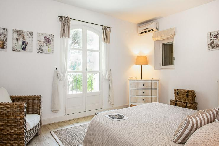 Lovelydays luxury service apartment rental - St Rémy de Provence and surroundings - Ameu Mas - Partner - 6 bedrooms - 6 bathrooms - Queen bed - 709053cb1646 - Lovelydays