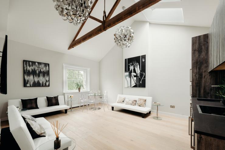 https://lovelydays.com/images/properties/img/Eccleston-Sq.-Penthouse/Eccleston-Sq.-Penthouse-dfbed43a4470.jpeg