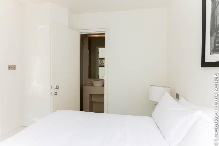 Lovelydays luxury service apartment rental - London - Fitzrovia - Foley Street - Lovelysuite - 2 bedrooms - 2 bathrooms - Double bed - 1f7519d234ba - Lovelydays
