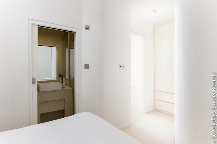 Lovelydays luxury service apartment rental - London - Fitzrovia - Foley Street - Lovelysuite - 2 bedrooms - 2 bathrooms - Double bed - 57288b9060d8 - Lovelydays