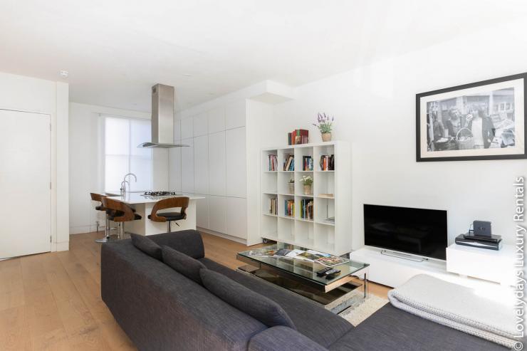 Lovelydays luxury service apartment rental - London - Fitzrovia - Foley Street - Lovelysuite - 2 bedrooms - 2 bathrooms - Luxury living room - 97e296af3e09 - Lovelydays