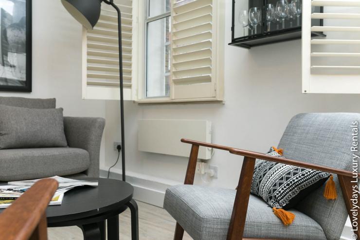 Lovelydays luxury service apartment rental - London - Fitzrovia - Goodge 55 - Lovelysuite - 2 bedrooms - 3 bathrooms - Luxury living room - 508314a15303 - Lovelydays