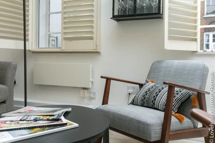 Lovelydays luxury service apartment rental - London - Fitzrovia - Goodge 55 - Lovelysuite - 2 bedrooms - 3 bathrooms - Comfortable sofa - b6337c0ee4fd - Lovelydays