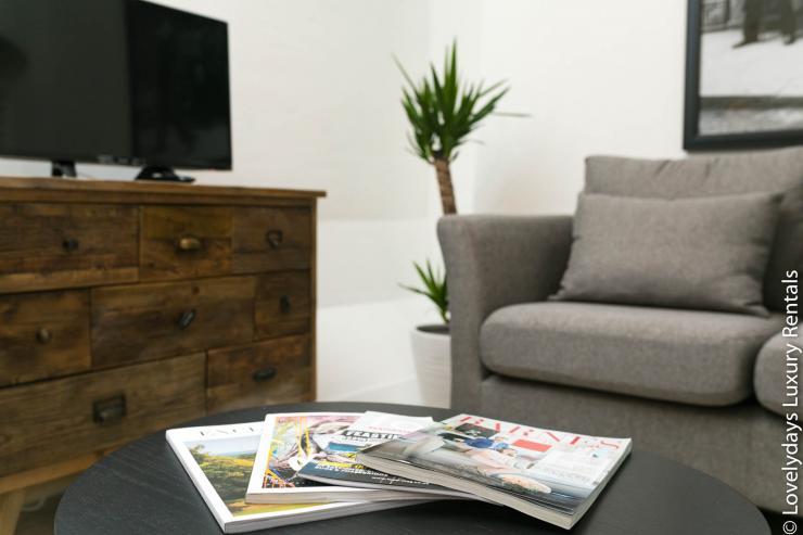 Lovelydays luxury service apartment rental - London - Fitzrovia - Goodge 55 - Lovelysuite - 2 bedrooms - 3 bathrooms - Comfortable sofa - 423fe5b97dd5 - Lovelydays