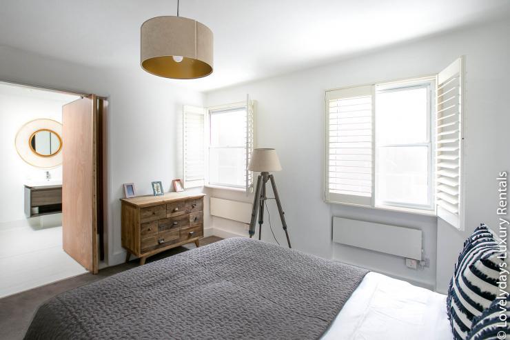 Lovelydays luxury service apartment rental - London - Fitzrovia - Goodge 55 - Lovelysuite - 2 bedrooms - 3 bathrooms - Double bed - e4c3233f7460 - Lovelydays