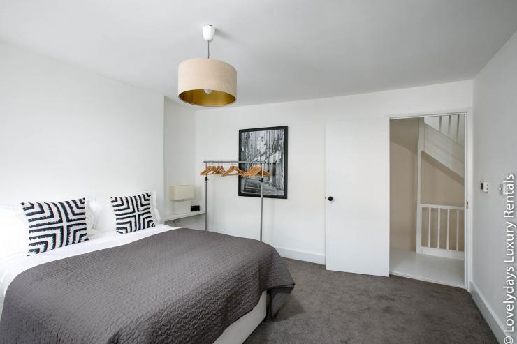 Lovelydays luxury service apartment rental - London - Fitzrovia - Goodge 55 - Lovelysuite - 2 bedrooms - 3 bathrooms - Queen bed - a83e9c233446 - Lovelydays