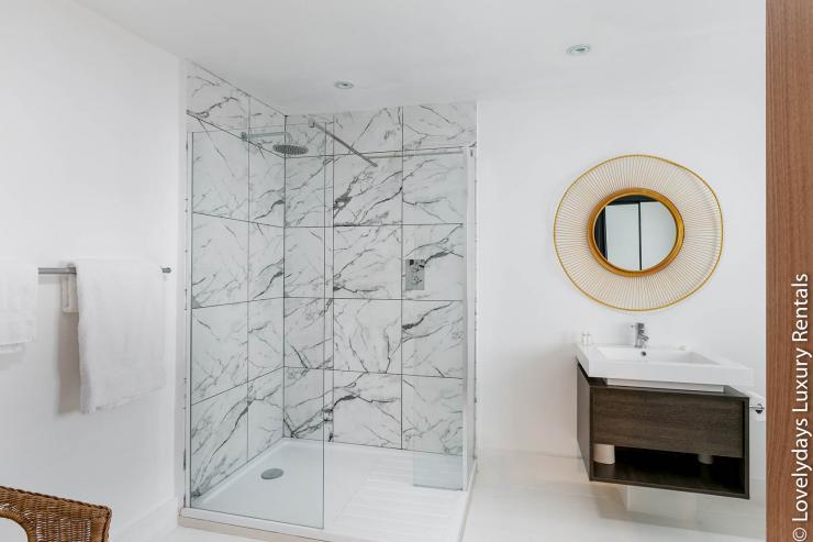 Lovelydays luxury service apartment rental - London - Fitzrovia - Goodge 55 - Lovelysuite - 2 bedrooms - 3 bathrooms - Lovely shower - cabb1d829dff - Lovelydays