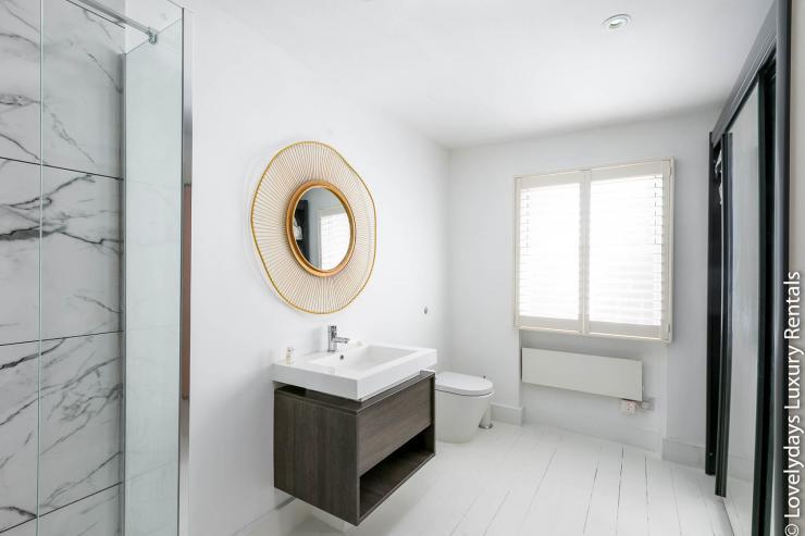 Lovelydays luxury service apartment rental - London - Fitzrovia - Goodge 55 - Lovelysuite - 2 bedrooms - 3 bathrooms - Lovely shower - 0f0437bd5736 - Lovelydays