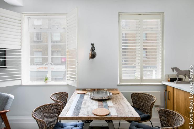 Lovelydays luxury service apartment rental - London - Fitzrovia - Goodge 55 - Lovelysuite - 2 bedrooms - 3 bathrooms - Dining living room - e50bb464a833 - Lovelydays
