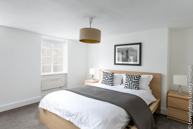 Lovelydays luxury service apartment rental - London - Fitzrovia - Goodge 55 - Lovelysuite - 2 bedrooms - 3 bathrooms - King bed - 6905b0002caf - Lovelydays