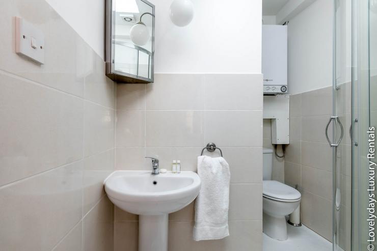 Lovelydays luxury service apartment rental - London - Fitzrovia - Goodge 55 - Lovelysuite - 2 bedrooms - 3 bathrooms - Lovely shower - 6bcc0c10b75e - Lovelydays