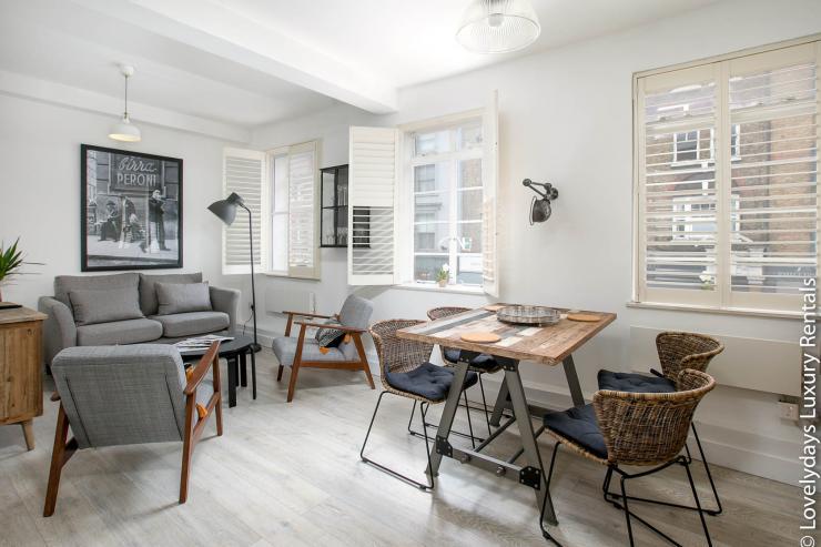 Lovelydays luxury service apartment rental - London - Fitzrovia - Goodge 55 - Lovelysuite - 2 bedrooms - 3 bathrooms - Luxury living room - 4f83f226fa70 - Lovelydays