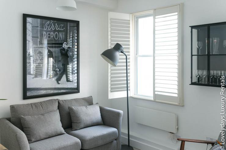 Lovelydays luxury service apartment rental - London - Fitzrovia - Goodge 55 - Lovelysuite - 2 bedrooms - 3 bathrooms - Comfortable sofa - 3ee1ac36a05d - Lovelydays