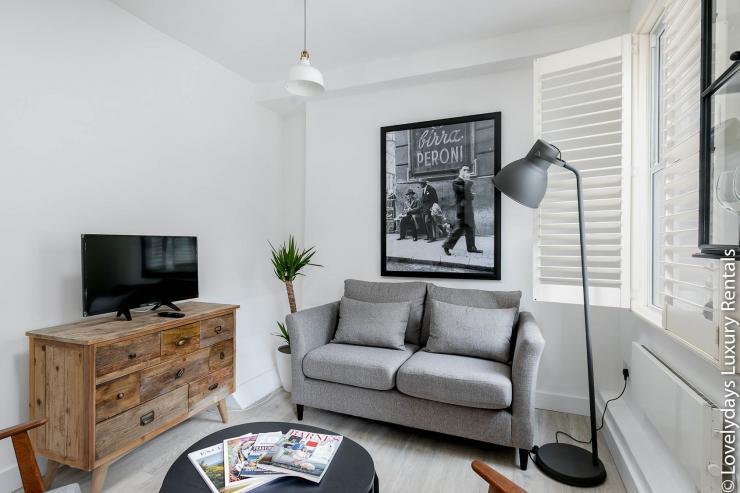 Lovelydays luxury service apartment rental - London - Fitzrovia - Goodge 55 - Lovelysuite - 2 bedrooms - 3 bathrooms - Luxury living room - fc5645e24ff8 - Lovelydays