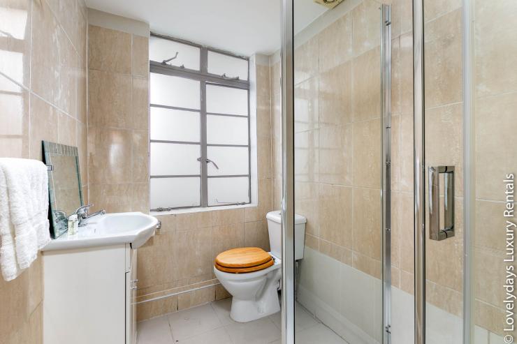 Lovelydays luxury service apartment rental - London - Fitzrovia - Goodge 55 - Lovelysuite - 2 bedrooms - 3 bathrooms - Lovely shower - e74dbc6d5df9 - Lovelydays