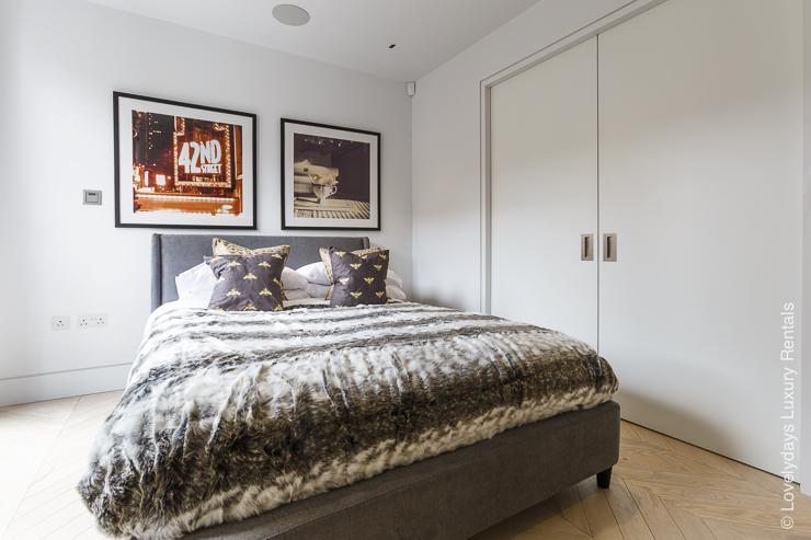 Lovelydays luxury service apartment rental - London - Fitzrovia - Goodge street III - Lovelysuite - 3 bedrooms - 2 bathrooms - King bed - book apartments in london - fb784140404c - Lovelydays