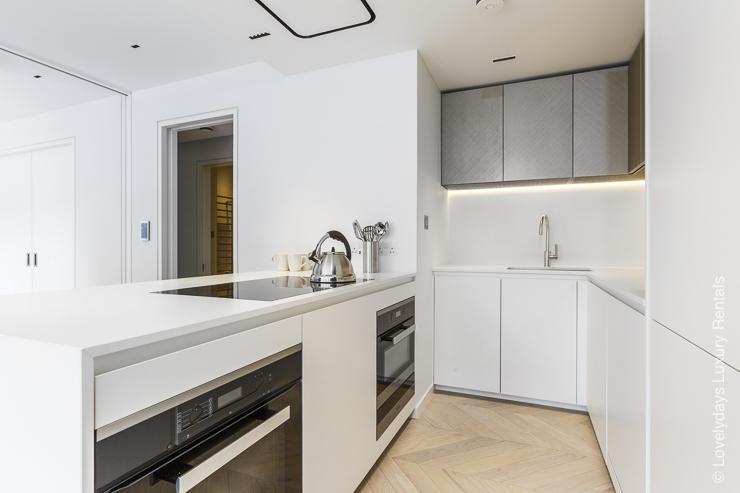 Lovelydays luxury service apartment rental - London - Fitzrovia - Goodge street III - Lovelysuite - 3 bedrooms - 2 bathrooms - Luxury kitchen - book apartments in london - cc9413f10401 - Lovelydays