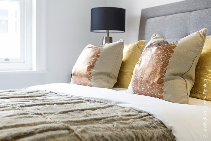 Lovelydays luxury service apartment rental - London - Fitzrovia - Goodge street III - Lovelysuite - 3 bedrooms - 2 bathrooms - King bed - book apartments in london - 916f5edceef5 - Lovelydays