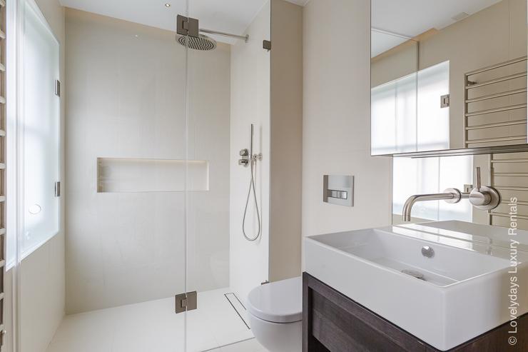 Lovelydays luxury service apartment rental - London - Fitzrovia - Goodge street III - Lovelysuite - 3 bedrooms - 2 bathrooms - Lovely shower - book apartments in london - c255d97c1747 - Lovelydays