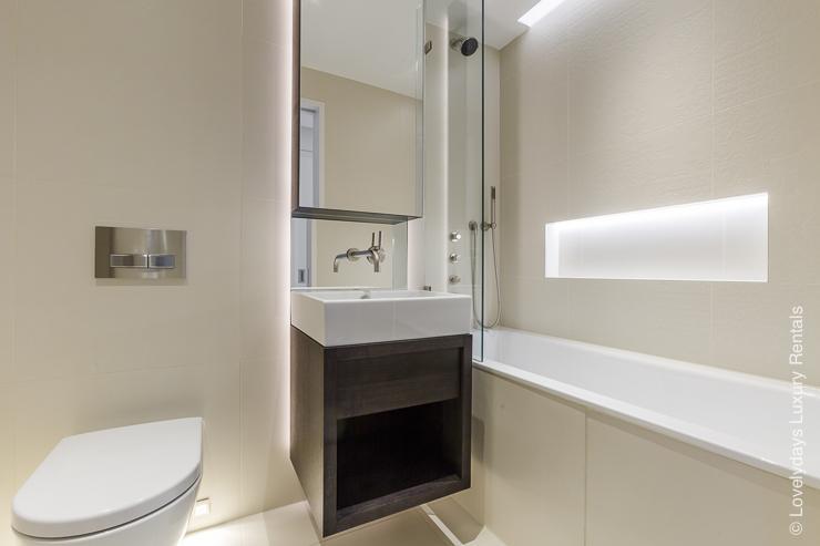 Lovelydays luxury service apartment rental - London - Fitzrovia - Goodge street III - Lovelysuite - 3 bedrooms - 2 bathrooms - Large bathtub - book apartments in london - 472307afe8a1 - Lovelydays
