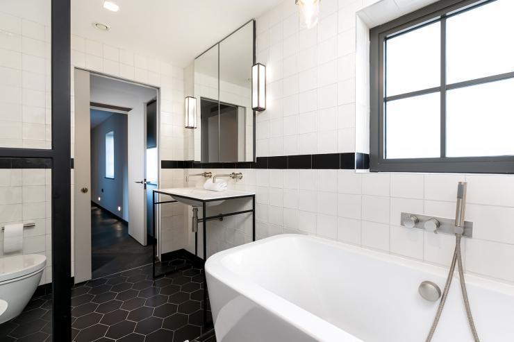 Lovelydays luxury service apartment rental - London - Soho - Great Marlborough St VIII - Lovelysuite - 3 bedrooms - 3 bathrooms - Beautiful bathtub - 5 star serviced apartments in london - 05ed1fe894ad - Lovelydays