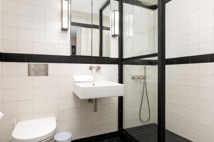 Lovelydays luxury service apartment rental - London - Soho - Great Marlborough St VIII - Lovelysuite - 3 bedrooms - 3 bathrooms - Lovely shower - 5 star serviced apartments in london - 10cb8148db7e - Lovelydays